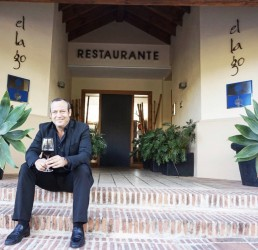 El Lago keeps its star